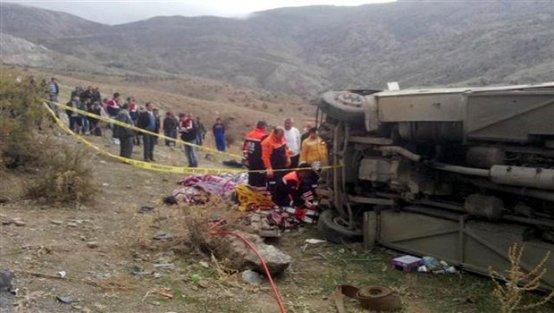 Uçuruma yuvarlandı: 8 ölü, 20 yaralı