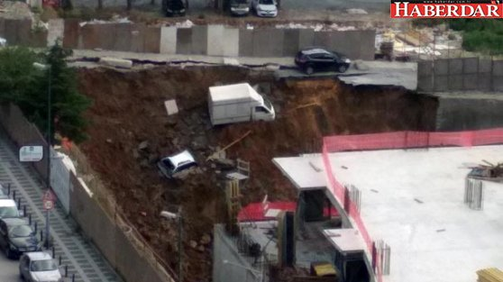 Ümraniye'de duvar çöktü! Araçlar inşaat çukuruna düştü...