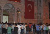 Darbe iddiası halkı sokağa döktü