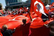 Kemal Kılıçdaroğlu 10 maddelik Taksim Manifestosu'nu okudu.