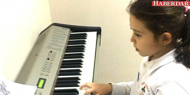 Uzaktan gelen piyano sesi Çatalcalı minik sanatçılardan
