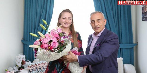 YILIN ANNESİNE BAŞKAN'DAN JEST