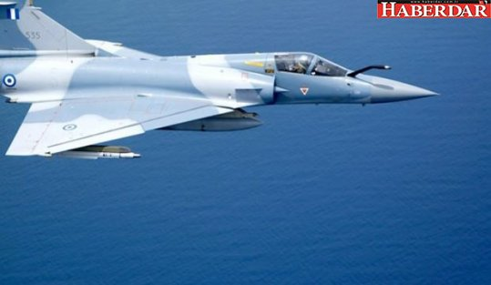 Yunan uçağı Ege'de düştü