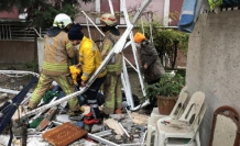 Avcılar'da binanın balkonları çöktü : 2 yaralı