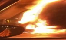 Avcılar'da kamyonet alev alev yandı