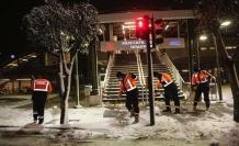 Küçükçekmece'de  ekiplerin kar çalışmaları 7/24 devam ediyor
