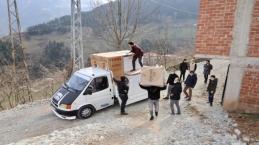 Büyükçekmece'den Trabzon'a kolilerce yardım