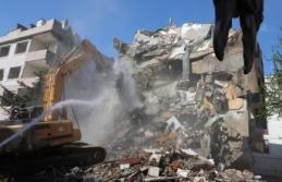 Büyükçekmece'de risk taşıyan 2 bina yıkıldı