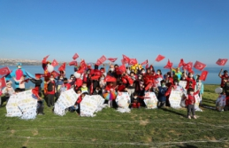 Büyükçekmeceli minikler 23 Nisan'ı uçurtma uçurarak kutladı