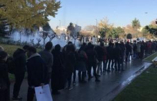İBB önünde metrelerce 'işsizlik' kuyruğu