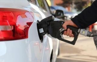 Benzin fiyatında dev beklenti! Bu gece yarısından...