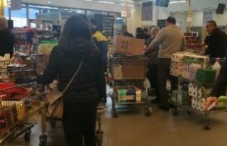 İstanbul'da marketlerde yoğunluk: 'Çoğu...