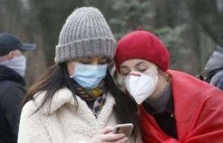 Gençlere koronavirüs uyarısı: Bir anda kötüleşebiliyor