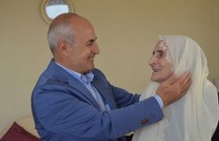 """""""İnsanlık en yüce duyguları annelerin şefkatli..."""