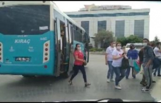 Esenyurt'ta fazla yolcusu olan otobüs trafikten...