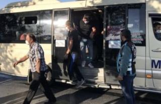 12 kişi olması gerekirken 33 yolcu çıkan minibüsün...