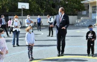 Mehmet Murat Çalık öğrencilerin ilk gün sevincini...