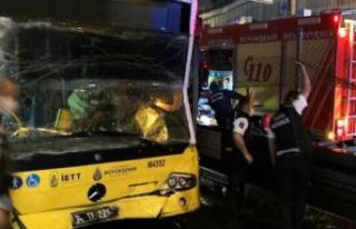 Bir metrobüs başka bir metrobüse arkadan çarptı:...