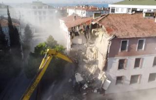 Büyükçekmece'de deprem riski taşıyan 13 hasarlı...