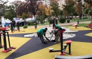 Küçükçekmece'de parkta terör örgütü sembollerini...
