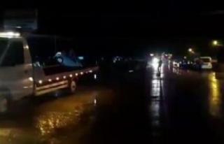 Çatalca'da kopan kamyonetin kapağı otomobile...