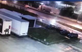 Çatalca'da otomobil hafriyat kamyonuna çarptı:...