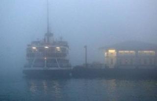 İstanbul'da sis nedeniyle şehir hatlarında...