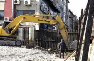 Avcılar'da yıkılan belediye binası enkazı...