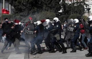 Yunanistan'da öğrenciler hükümetin tartışmalı...