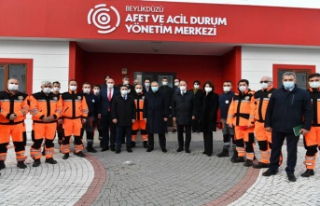 İstanbul Valisi Ali Yerlikaya Beylikdüzü esnafını...