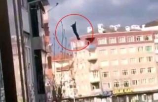 5 katlı binadan atlayan şahsın görüntüleri anbean...