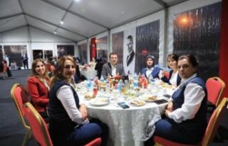 Ekrem İmamoğlu, İETT'nin kadın şoför ile...