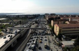 Tam kapanma sonrası Avcılar E-5'te trafik yoğunluğu