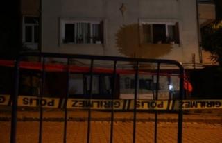 Avcılar'da kolonu çatlayan 5 katlı bina boşatıldı