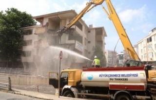 Büyükçekmece'de deprem riski taşıyan hasarlı...