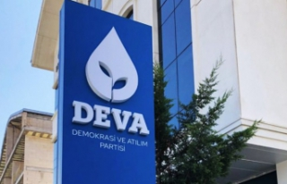 DEVA Partisi kurucu üyesi siyaseti bıraktı!