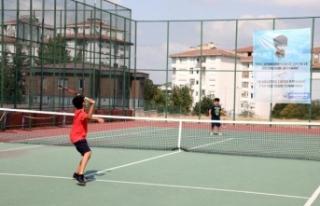 Büyükçekmeceli çocukların tenis turnuvası nefesleri...
