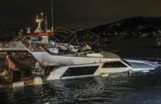 İstanbul'da içinde yangın çıkan tekne söndürme...