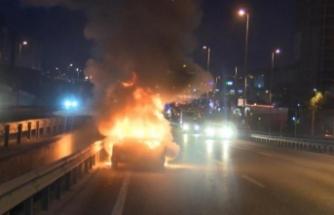 D-100 Karayolunda otomobil alev alev yandı