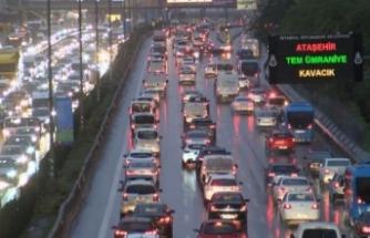 Yağmur yağdı, İstanbul trafiği kilitlendi