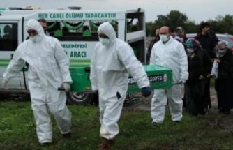 Hastanede çalışan iki kardeş 15 dakika arayla koronavirüsten hayatını kaybetti