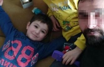 Minibüsü park ederken 4 yaşındaki oğlunu ezdi