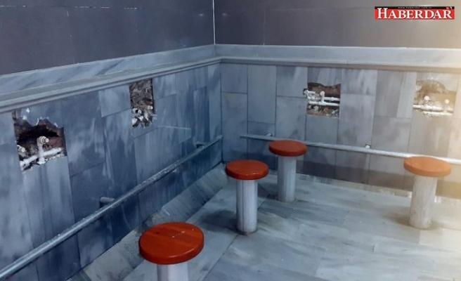 Caminin kameralarını tahrip edip muslukları çaldı