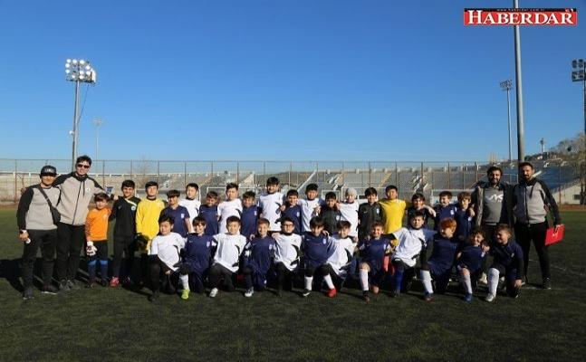 """Büyükçekmece, Kazakistan'ın Real Sport takımıyla """"Dostluk Maçı"""" yaptı"""