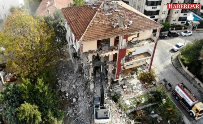 Deprem riski taşıyan 4 bina daha yıkıldı