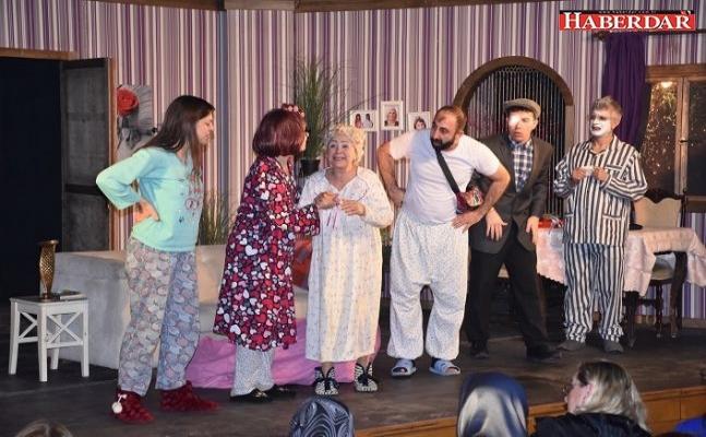 Silivri'de 3+1 tiyatro oyunu