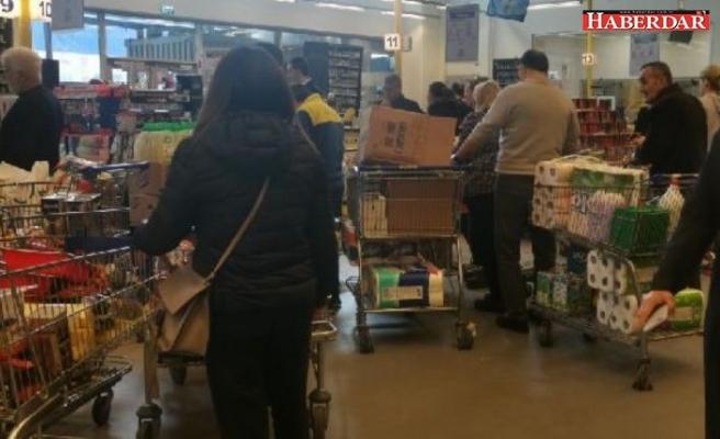 İstanbul'da marketlerde yoğunluk: 'Çoğu israf olacak, belki de çöpe atılacak'