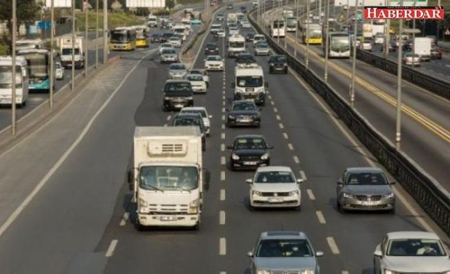 Sokağa çıkma yasağının ardından ilk iş gününde trafikte yoğunluk