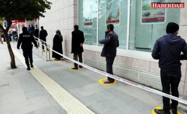 'Sosyal mesafe uygulaması 2020'yi aşabilir' diyen Bilim Kurulu üyesi İstanbul'dan yayılan tehlikeye dikkat çekti