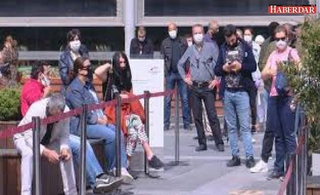 Bilim Kurulu üyesi Demircan isyan etti: AVM önündeki kuyruk akıl alır gibi değil